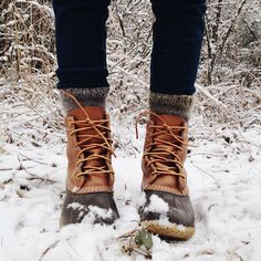 wool socks + duck boots As soon as the next thunderstorm starts turning cold, the majority of females start considering the way to keep those legs warm as well Winter Wear, Autumn Winter Fashion, Winter Fashion Boots, Cozy Winter, Winter Style, Mode Outfits, Casual Outfits, Cute Shoes, Me Too Shoes