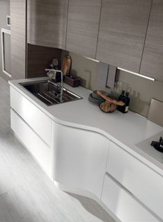 Success of the five senses - Terra kitchen offers in only one single model, a huge number of trendy materials and finishes and through the special sinusoidal door, combines functionality and comfort. European Home Decor, Indian Home Decor, Easy Home Decor, Home Decor Trends, Cheap Home Decor, Decor Ideas, Modern Kitchen Cabinets, Modern Kitchen Design, Design Blog