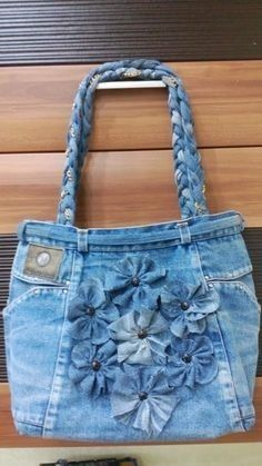 Bags & Handbag Trends: # jeans reform # bags # jean # putting - Home PageJean scrap bag with lace!denim and lace patchwork tote bagUse jeans scraps for this!Bags are looking so nice in fascinating oneself. Artisanats Denim, Denim Purse, Denim And Lace, Jean Diy, Blue Jean Purses, Denim Crafts, Jean Crafts, Diy Handbag, Handmade Handbags