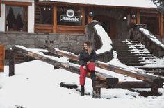 IDEAS PARA HACER FOTOS ORIGINALES EN TUS VACACIONES DE INVIERNO   Mary Wears Boots Instagram, Ideas, Winter Travel, Winter Holidays, Funny Photos, Snow, Adventure, Fotografia, Thoughts