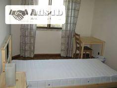 Tenho quartos disponíveis em Vila Franca de Xira. Todos os quartos têm cama, roupeiro, cómoda, mesa de apoio e cadeira. A cozinha está completamente equipada com louças e talheres e com frig...