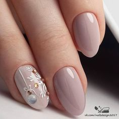 Nail art is a very popular trend these days and every woman you meet seems to have beautiful nails. It used to be that women would just go get a manicure or pedicure to get their nails trimmed and shaped with just a few coats of plain nail polish. Winter Nail Designs, Winter Nail Art, Christmas Nail Designs, Cool Nail Designs, Winter Nails 2019, Xmas Nails, Valentine Nails, Fall Nails, Halloween Nails