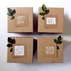 Coup de cœur pour ces emballages cadeaux réalisés avec du papier kraft, un peu de ficelle, des feuilles et un peu d'imagination