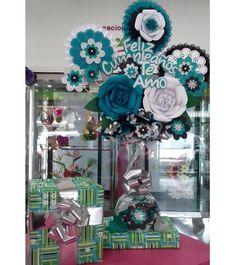 Large Paper Flowers, Big Flowers, Candy Bouquet, Balloon Bouquet, Valentine Gift Baskets, Valentine Gifts, Birthday Bouquet, Balloon Delivery, Ideas Para Fiestas
