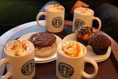 Starbucks coffees, muffins and cookies Café Starbucks, Bebidas Do Starbucks, Starbucks Cookies, Starbucks Breakfast, Starbucks Vanilla, Bolo Tumblr, Chocolate Cafe, Coffee Tasting, Favim