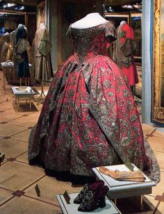Coronation gown and shoes of Empress Catherine I of Russia,1724