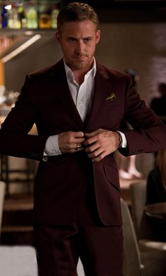 Ryan gosling burgundy Suit