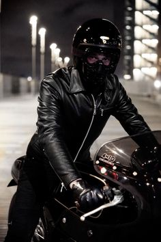 Leather and Smoke Fetish Motorcycle Style, Motorcycle Outfit, Biker Style, Biker Leather, Leather Men, Leather Jackets, Biker Jackets, Urban Cowboy, Cafe Racing