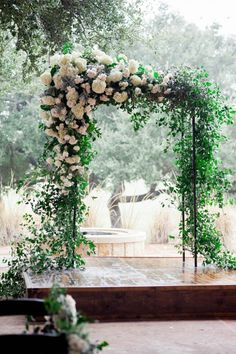 Botanical ceremony arch | Image by Jennifer Lindberg Weddings