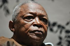 Veteran muso Hugh Masekela simultaneously elicited mixed reactions when he recently refused to take photographs with women who were wearing either weaves or hair extensions. Hugh Masekela, Celebrity Gossip, Hair Extensions, Photographs, Weaving, Portrait, Celebrities, How To Wear, Women
