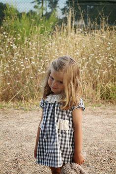 Tartan girl dress with lace Little Girl Outfits, Cute Little Girls, Toddler Outfits, Cute Kids, Kids Outfits, Vintage Kids Fashion, Stylish Kids, Baby Girl Fashion, Summer Girls