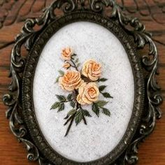 This post was discovered by Sa Floral Embroidery Patterns, Hand Embroidery Stitches, Embroidery Jewelry, Silk Ribbon Embroidery, Embroidery Hoop Art, Hand Embroidery Designs, Creative Embroidery, Brazilian Embroidery, Creations