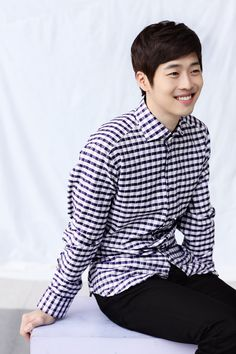 Kim Jae Won-'friendly-child' good looks made him popular. He is nicknamed 'killing smile' or a 'smile angel' for his famous smile. Korean drama actor and model