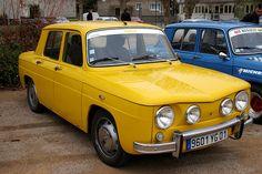 renault 8 gordini jaune avant droit retro car meeting décembre 2009