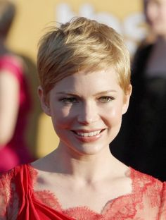 Michelle Williams owns her pixie cut. Love it, thinking of this cut for me. easy and simple...