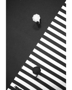 Black and white White Aesthetic Photography, Contrast Photography, Minimal Photography, Black And White Photography, Street Photography, Art Photography, Photography Classes, Photography Magazine, Photography Equipment
