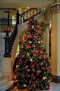 Red & Gold Christmas Tree
