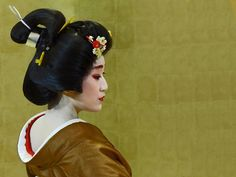 "Lady Kaga (Konoha) (by Rekishi no Tabi) "" Kanazawa in Ishikawa Prefecture, which used to be the castle town of the Maeda clan's fief of Kaga, is having a tourism promotion called ""Lady Kaga"", featuring the geisha of the area. Pictured here is the..."