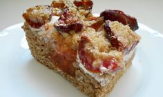Kváskový koláč se švestkami a ovesnou drobenkou