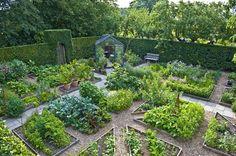 Birgit Helbo's potager in Egeskov, Denmark   Kitchen garden   jardin potager   bauerngarten   köksträdgård