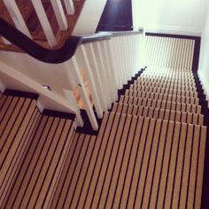 Ooh, I dig how the stripes stay running the same direction even as they turn a corner/ are on a landing. Striped Stair Runner via Bijou and Boheme: House Tour Oak Stairs, Wooden Stairs, Stair Steps, Stair Treads, Carpet Staircase, Staircase Runner, Purple Carpet, Green Carpet, Houses