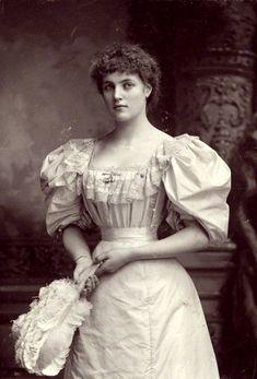 Lady Beatrice Frances Elizabeth Pole-Carew - English Lady and Actress. Antique Photos, Vintage Pictures, Vintage Photographs, Old Pictures, Old Photos, 1890s Fashion, Edwardian Fashion, Vintage Fashion, Victorian Women
