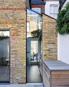 Ruvigny Gardens by Syte Architects The clients at Ruvigny Gardens found themselves in a situation similar to many Londoners living in a Victorian terrace. They had a small side return which they wanted to incorporate into their living space; a relative. House Extension Design, Extension Designs, House Design, Extension Ideas, Patio Design, Glass Extension, Side Return Extension, Rear Extension, Victorian Terrace House