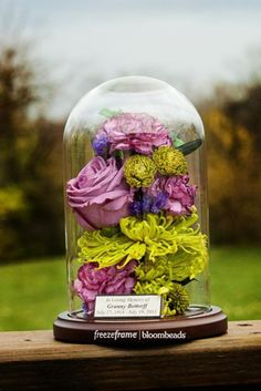 Preserving Funeral or Memorial Flowers is an excellent way to honor the passing of a loved one. Funeral Flower Arrangements, Funeral Flowers, Wedding Flowers, Funeral Memorial, Memorial Gifts, Memorial Ideas, Belle Image Nature, Nature Verte, Funeral Planning