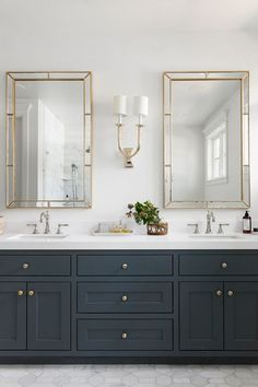 White and Gold Bathroom Decor . White and Gold Bathroom Decor . Elegant Bathroom with Wall Tiles Beautiful Brass Faucets Double Sink Bathroom, White Vanity Bathroom, Bathroom Vanity Cabinets, Gold Bathroom, Vanity Sink, Modern Bathroom, Vanity Area, Brown Bathroom, Bathroom Vanity Mirrors
