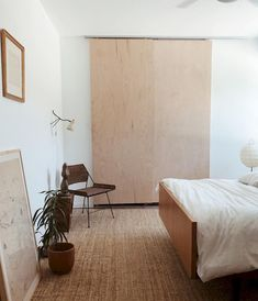 Minimalist Furniture Ideas for 2020 The trend of minimalist home design and decoration seems to never fade away. The minimalist home decoration is not only on its simple arrangement and coloring, but now also in the selection of… Home Bedroom, Modern Bedroom, Bedroom Furniture, Furniture Design, Bedroom Decor, Bedroom Ideas, Contemporary Bedroom, Furniture Ideas, Bedroom Classic