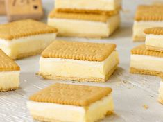 Keks-Sandwiches mit Vanillepudding Custard sandwiches with vanilla pudding are not only delicious dessert, but also a great alternative to cakes. Finger Food Desserts, Grilled Desserts, Köstliche Desserts, Italian Desserts, Delicious Desserts, Sandwich Recipes, Cake Recipes, Dessert Recipes, Keks Dessert