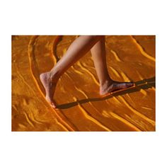 Barefoot. The best way to experience #thefloatingpiers