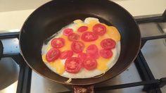 Gebakken ei met tomaat, zeker een aanrader!