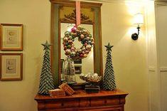 NapadyNavody.sk | Táto žena vám ukáže, ako z drôteného vešiaka a vianočných gúľ vyrobiť dokonalú vianočnú ozdobu