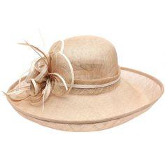Chapeau Mariage Marron Clair en paille sisal Fraise #chapeaumariage #mariage #mode #bonplan #look sur Hatshowroom.com
