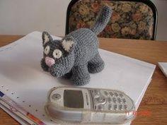 Descanse un poquito de los ositos y me puse a probar este gatito,si lo hacen en lana gorda seguro queda mas grande. Ahi les va tambien la ex...