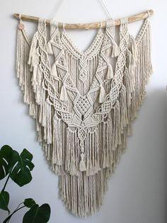 Macramé wall hanging < e x t r a l a r g e > - crochet patterns Macrame Design, Macrame Art, Macrame Projects, Macrame Knots, Macrame Wall Hanging Patterns, Large Macrame Wall Hanging, Macrame Patterns, Macrame Wall Hangings, Hanging Plant
