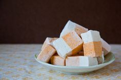 Carrot Cake Marshmallows featuring Carrot Marshmallows and Cream Cheese Marshmallows - Use GF ingredients! Carrot Cake Marshmallows featuring Carrot Marshmallows and Cream Cheese Marshma - Recipes With Marshmallows, Homemade Marshmallows, Candy Recipes, Dessert Recipes, Fudge Recipes, Easter Recipes, Poke Cakes, Layer Cakes, Bundt Cakes