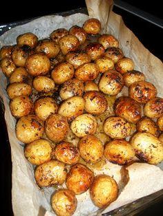 O craita in bucatarie: Cartofi noi la cuptor cu sos tzatziki