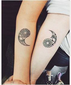 Inspiration tatouage de couple : le ying et le yang Paar Tattoo Inspiration: Ying und Yang Partner Tattoos, Sibling Tattoos, Bff Tattoos, Tattoos For Guys, Family Tattoos, Small Tattoos, Tatoos, Relationship Tattoos, Tatuajes Tattoos