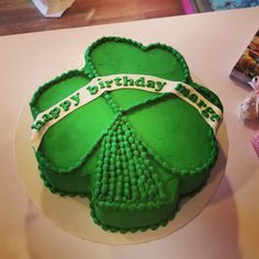 Shamrock birthday cake #carinaedolce www.carinaedolce www.facebook.com/carinaedolce Adult Birthday Cakes, Facebook, Desserts, Food, Birthday Cakes For Adults, Meal, Deserts, Essen, Hoods