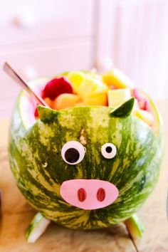 Three little pigs birthday party Piggy shape watermelon fruit tray.