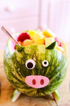 Three little pigs birthday party Piggy shape watermelon fruit tray.