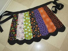 New Snap Shots halloween Sewing projects Suggestions Halloween apron Halloween Quilts, Halloween Apron, Halloween Sewing Projects, Halloween Crafts, Sewing Crafts, Halloween Pillows, Spooky Halloween, Halloween Kitchen, Fall Projects