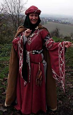 Bliaut, Stil 12. Jh., Turban, Handstickerei Bliaut, Style 12. century, turban, handmade embroidery