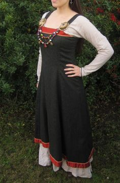 Fitted apron dresses look so nice! And I love the way the top isn't just straight across but curves down so it fits under your armpit. - Hangeroc Wool Viking Apron Dress with Silk Trim - Custom Order for Travis Lilley
