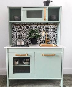 16 Stupid-Cute Ikea Kid Kitchen Hacks Do you own Ikea's Duktig — the kid's play kitchen? If so, check out these 16 insanely gorgeous DIYs to make the toy even cooler. Ikea Kids Kitchen, Mini Kitchen, Kitchen Hacks, Kitchen Decor, Kitchen Design, Ikea Childrens Kitchen, Kitchen Furniture, Kitchen Makeovers, Diy Furniture