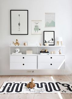 THIS RUGLove the Scandi schic monochrome kids bedroom style? You're going to need this must-have shopping list to get the look. black and white kids bedroom, monochrome nursery, modern home. Scandinavian Kids Rooms, Scandinavian Style, Scandi Chic, Nordic Style, Scandinavian Interior, Scandi Style, Stylish Baby Boy, Boho Deco, Deco Kids