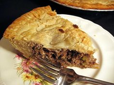 Tourtiere- A French Canadian meat pie. My Mother would make this pie at Christmas and serve it with canned tomatoes. French Canadian Meat Pie Recipe, French Meat Pie, Canadian Food, French Food, Pull Apart Cupcake Cake, Pull Apart Cake, Cupcake Cakes, Cupcake Ideas, Cupcake Template
