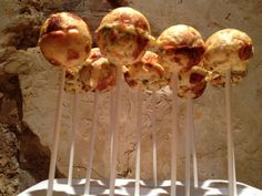 Feta Cheese Pops - A Savory Alternative to Cake Pops Bite Size Appetizers, Appetizer Dips, Yummy Appetizers, Appetizer Recipes, Dinner Recipes, Popcake Maker, Cakepops, Crazy Cakes, Little Cakes